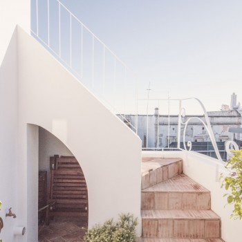 Balcony stairs to roof terrace